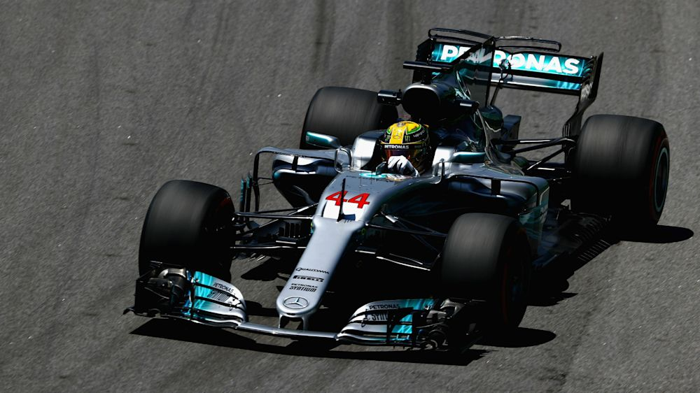 Lewis Hamilton crashes out in Q1 at Interlagos