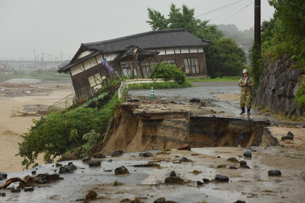 Huge floods engulfing parts of southern Japan have left hundreds stranded (AFP Photo/KAZUHIRO NOGI)