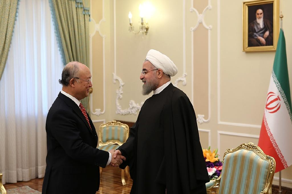 """An image from the website of Iranian President Hassan Rouhani pictures him (R) meeting with Yukiya Amano of the UN atomic agency, whose report on Iran's nuclear program """"has confiremd that Iran met its commitments"""" on clarifying past issues raised (AFP Photo/)"""