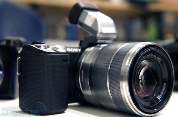 Sony NEX-5N replaces NEX-5, adds 16.1 MP sensor, 25,600 max ISO, OLED viewfinder option (video)