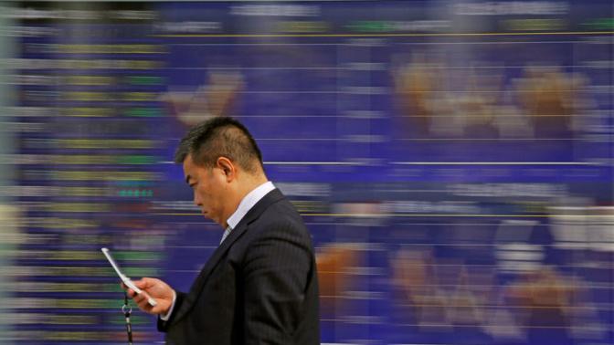 Global stocks struggle as bond yields