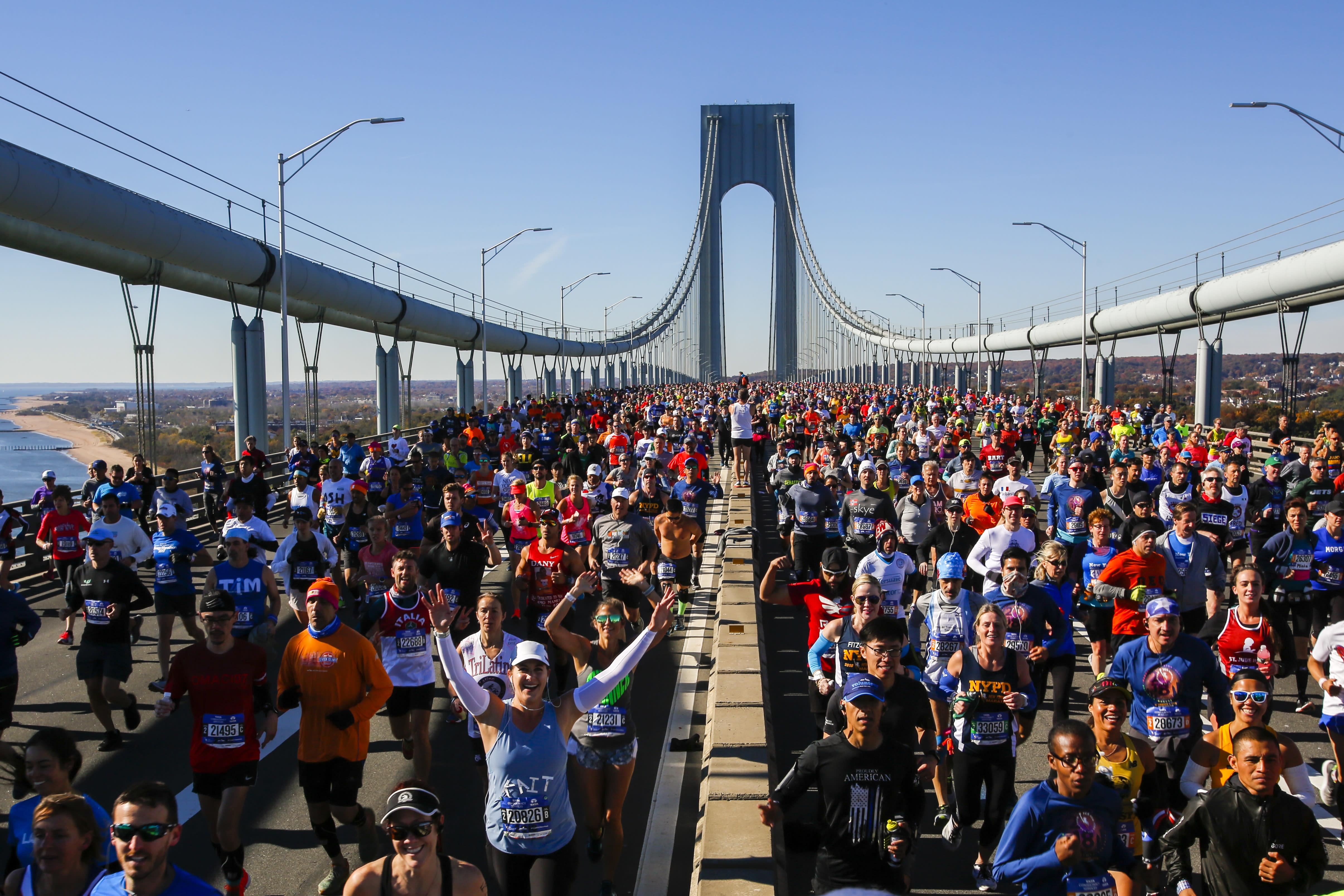 <p>Runners cross the Verrazano-Narrows Bridge during the New York City Marathon, Nov. 4, 2018. (Photo: Eduardo Munoz Alvarez/AP) </p>