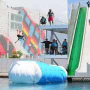 夏日必玩新天堂樂園!水上彈跳包超刺激