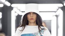 Louis Vuitton lleva a la pasarela un símbolo de la lucha femenina