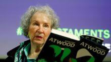 """""""Les Testaments"""" de Margaret Atwood connaît un succès monstre en Angleterre"""