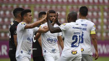 Cruzeiro vence e continua 100% na Liberta