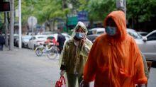 Wuhan pide a los residentes no salir pese al descenso de casos nuevos en China