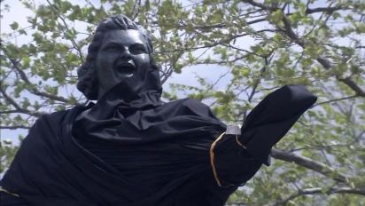 Flyers remove Smith statue amid racism claims