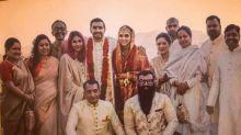 Deepika Padukone & Ranveer Singh's New Wedding Picture Is Out & This Time Featuring The Baaraatis