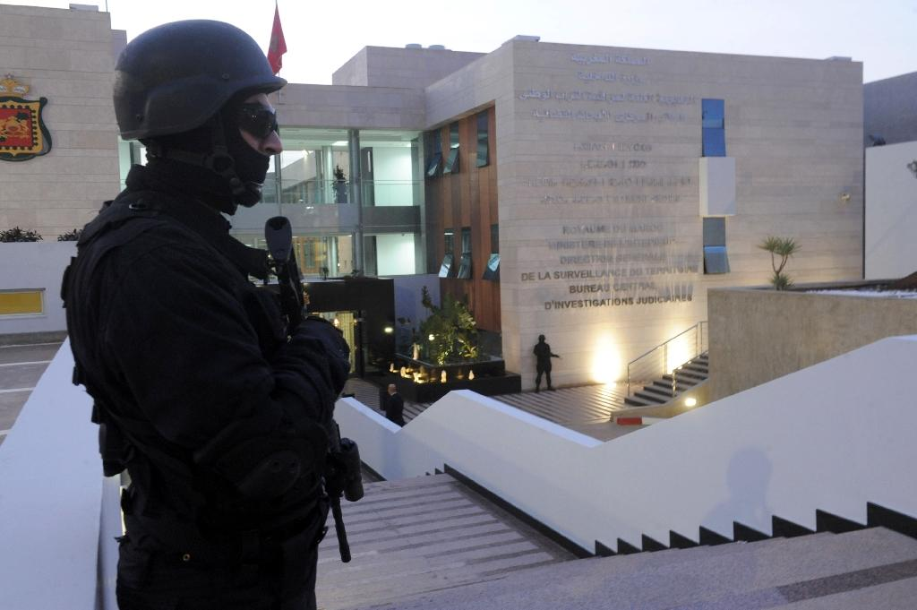 A member of the Moroccan special forces guard stands outside of the Central Bureau of Judicial Investigation building on March 23, 2015 in Rabat (AFP Photo/)