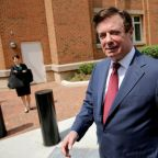 Trump ex-campaign chief Manafort seeks more time to review claims about lying