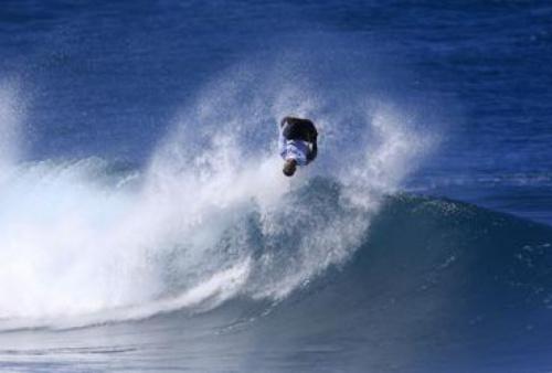 Sócrates Santana brilha em estreia profissional no bodyboard