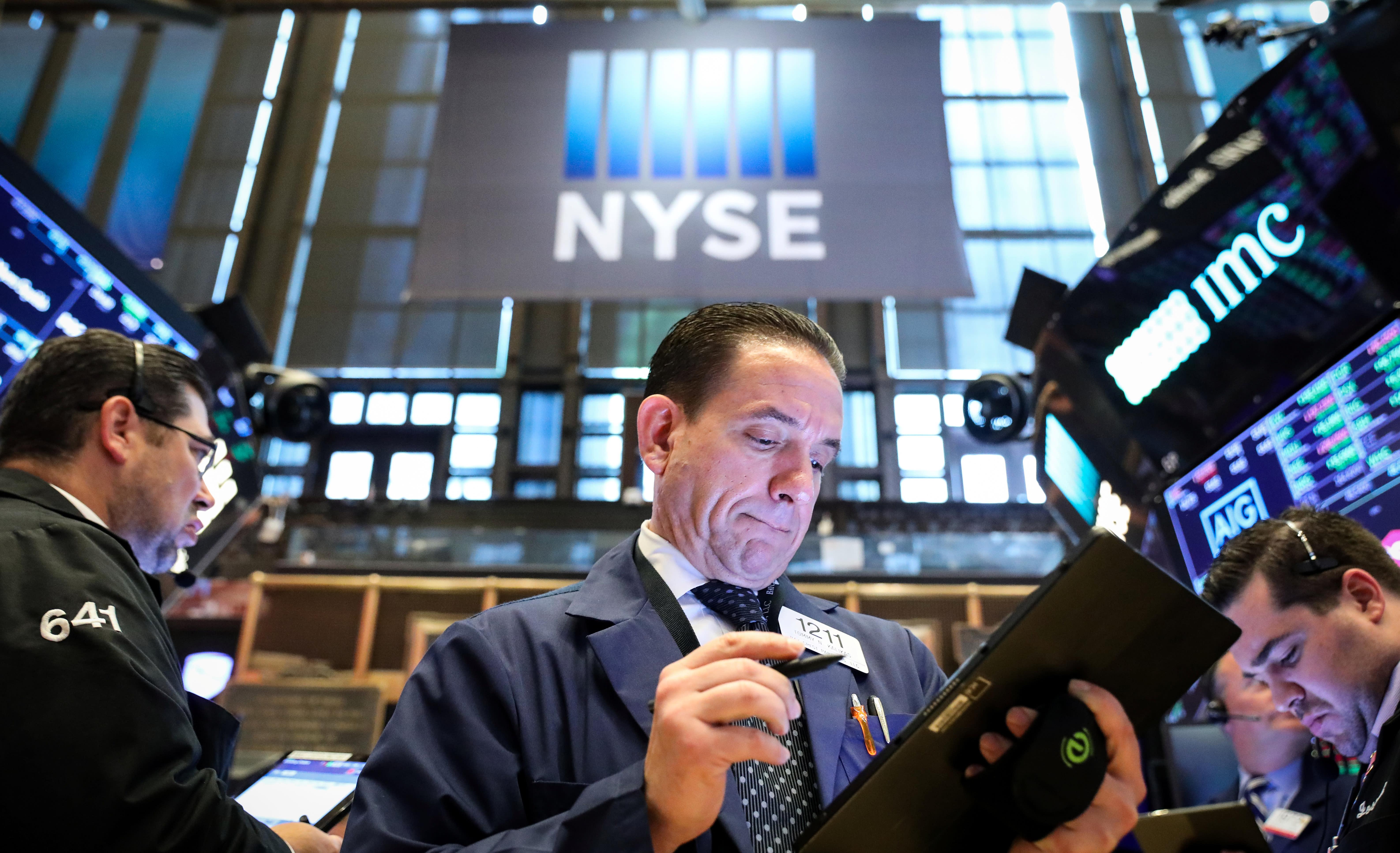 Stocks decline, Powell points to economic risks