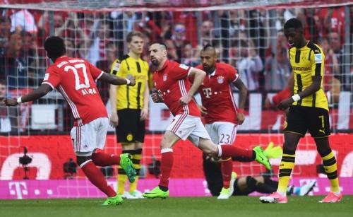 Franck Ribery erzielt das 1:0 für Bayern gegen Dortmund