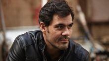 """Juliano Cazarré diz que existe plano para emascular homens: """"Projeto de dominação"""""""