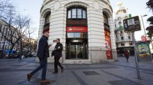 Santander Sees First-Half Profit Rising as Bank Sells Stock