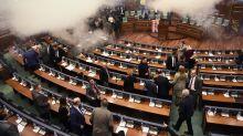 Kosovo : jet de gaz lacrymogène au Parlement
