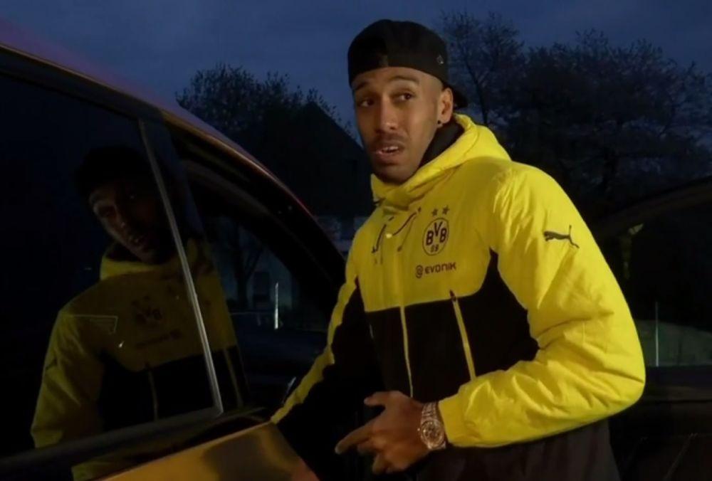 """Explosions à Dortmund : """"Ça va, on rentre chez nous"""" confie Aubameyang en quittant l'hôtel"""