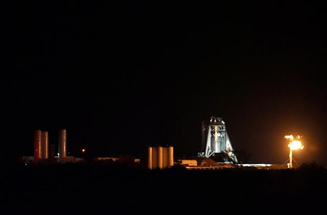 SpaceX's Starhopper test vehicle successfully makes its first bounce