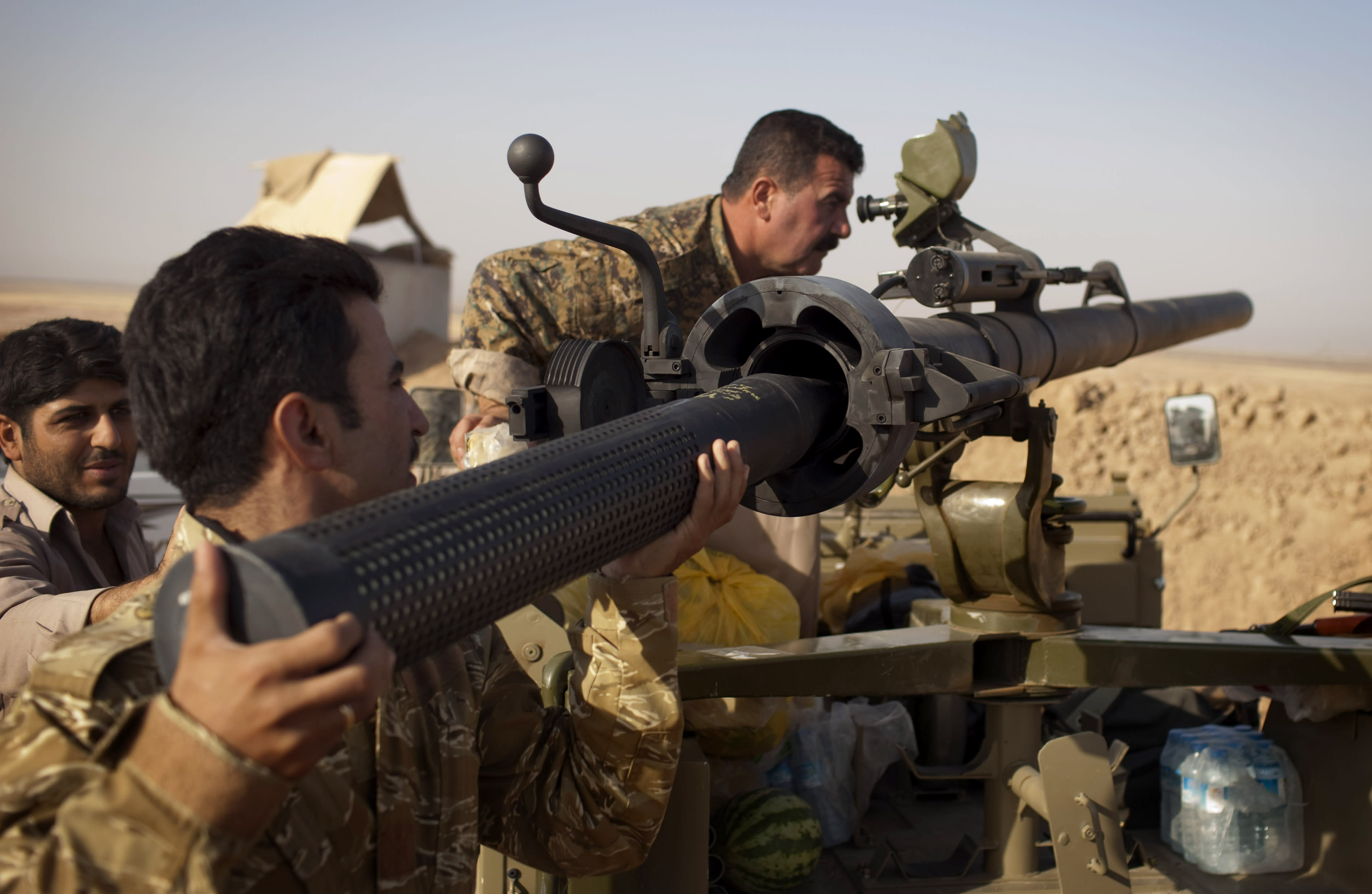 Nearly 1,000 Iraqi Kurdish peshmerga fighters have been killed fighting the Islamic State jihadist group since June, a senior security official says