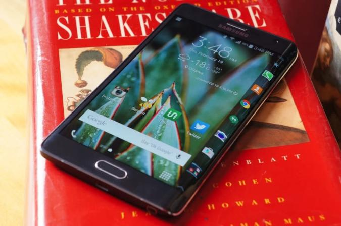 Living with Samsung's Galaxy Note Edge in an S6 world