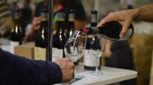 """Foires aux vins : """"Il y aura très certainement des affaires à faire"""", prévoit l'économiste Jean-Marie Cardebat"""