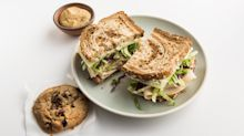 American Airlines partners with Zoës Kitchen Inc. for new in-flight menu items