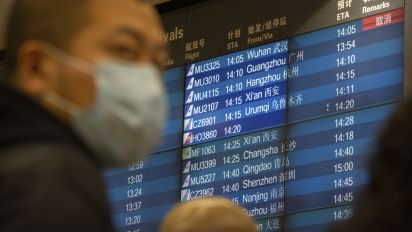 White House tells airlines it may suspend China flights