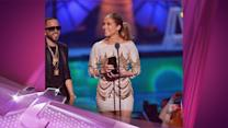 Entertainment News Pop: Jennifer Lopez Sheds Tears After Receiving The World Icon Award At Premios Juventud 2013!