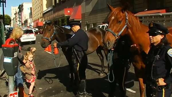 San Francisco police honor horses for service