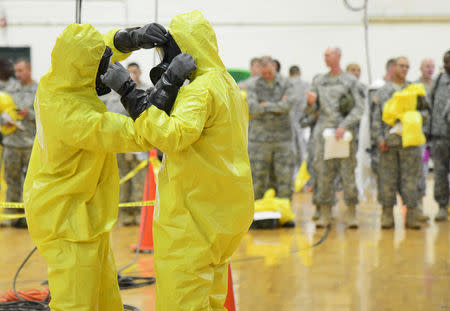 U.S. Army soldiers from the 101st Airborne Division (Air Assault), who are earmarked for the fight against Ebola, train before their deployment to West Africa, at Fort Campbell, Kentucky October 9, 2014. REUTERS/Harrison McClary