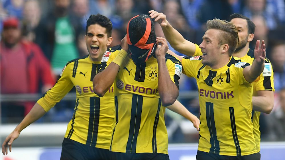 Aubameyang no se olvida de su máscara, ¿mensaje al Dortmund?