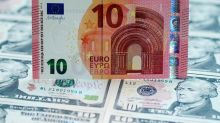 Euro repunta gracias a caída de acciones en EEUU, persisten temores sobre crecimiento
