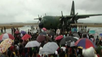 Raw: Chaos in Philippines As Victims Evacuate