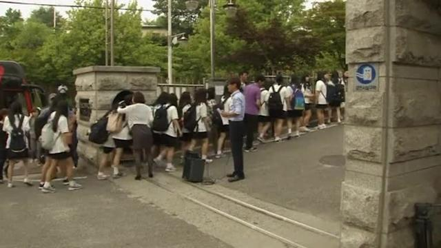 South Korea student survivors of the ferry sinking arrive at school