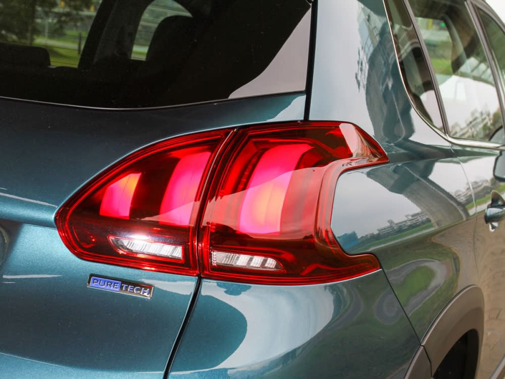 燻黑LED獅爪印象尾燈與第三煞車燈,營造出一股難以錯認的力道美感。