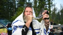 Jewish pilgrims quit Ukraine border campout over virus entry ban