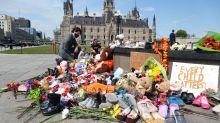 Genocidio y expolio, la herida sangrante de los indígenas en Canadá