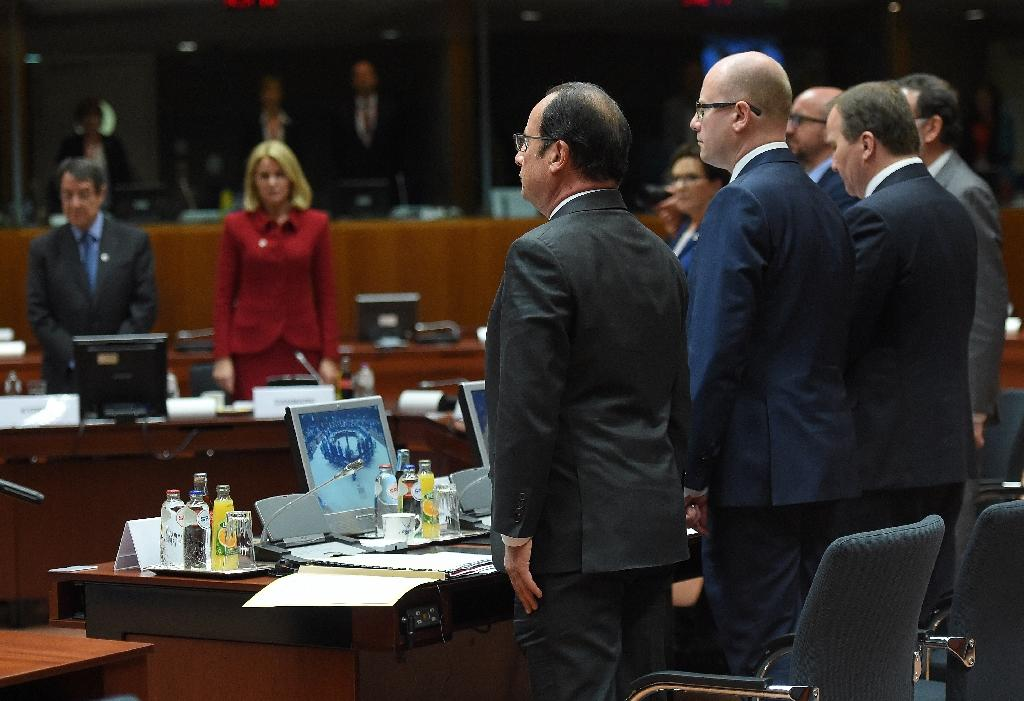European leaders observe a minutes silence for the victims of Mediterranean migrants crossings, during an emergency meeting at the European Council in Brussels, on April 23, 2015 (AFP Photo/Emmanuel Dunand)