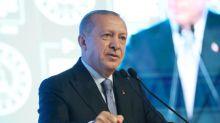 """Boycott des produits français par la Turquie : Erdogan cherche à """"pousser à la faute l'exécutif français"""", selon Pierre Razoux, historien"""