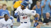 Matt Kemp breaks bat over knee after re-aggravating hamstring injury