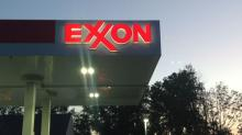 Does This Valuation Of Exxon Mobil Corporation (NYSE:XOM) Imply Investors Are Overpaying?