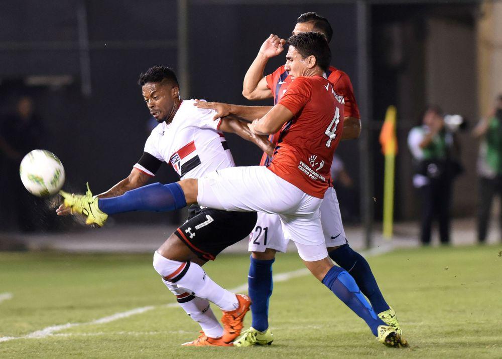 Bauza debutó con victoria en Sao Paulo