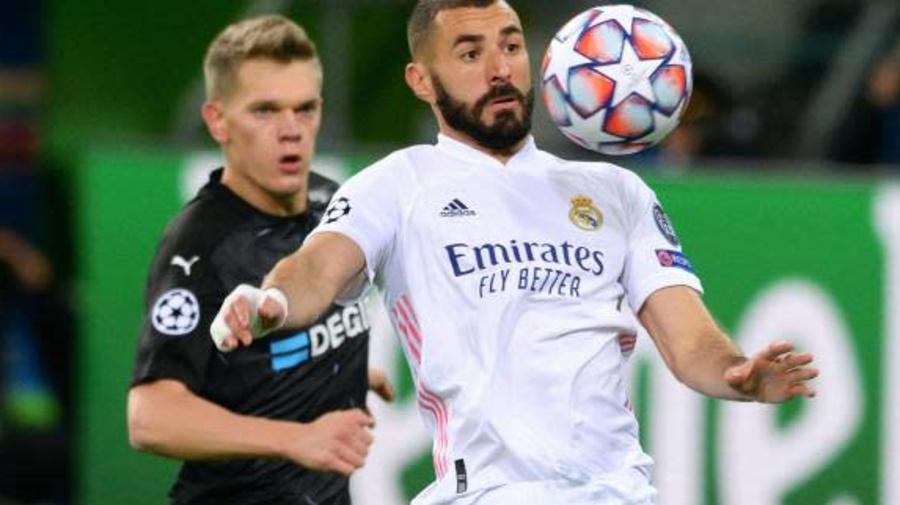 Foot - C1 - Real - Karim Benzema (Real Madrid) tacle son coéquipier Vinicius Junior