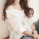 一字領甜美露肩吊帶白襯衫