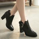 美型V裁扣環高跟踝靴
