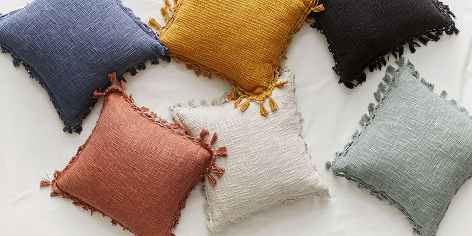 Spring trend: 40% off fringe pillows