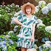 滿版樹葉印花搭配蕾絲雕花拼接,打造清新甜美的層次感設計~