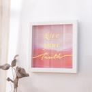 ‧活出真我  ‧壁掛式掛框,美化生活空間的質感  ‧適用居家、辦公室、餐廳等