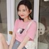 台灣製造親膚透氣的高含棉面料,簡約版型搭配萌系貓咪印圖 實搭款型襯托出女孩的純粹與輕甜氣息